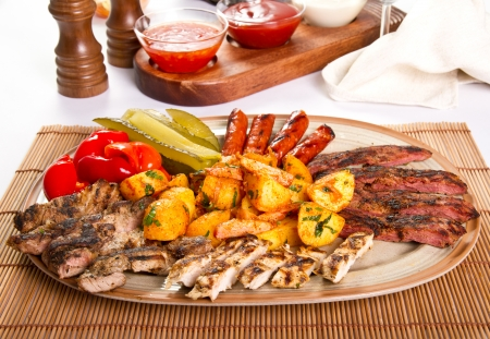 Mixed grilled meat platter and pickles