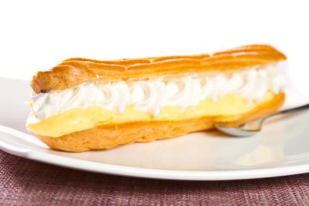 vanilla pudding: Cake with vanilla pudding and cream