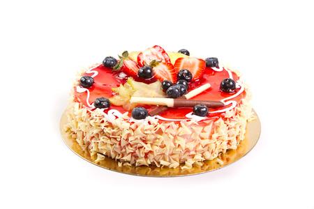 torta de cumpleaños: Torta con la decoración de frutas frescas