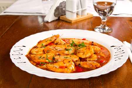 Shrimp with garlic and tomatoes Stockfoto
