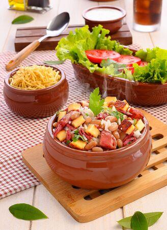 Bai?o de Dois - Brasilianisches traditionelles Essen - (Wurst, Quark, getrocknetes Rindfleisch und Reis)