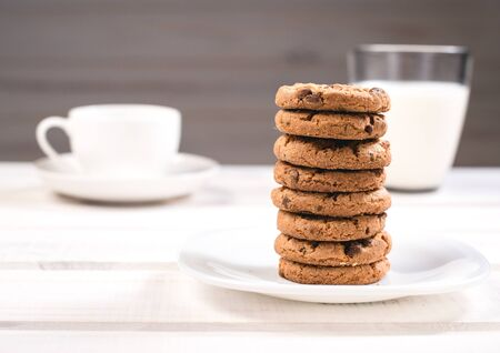 Traditional cookie with coffee and milk on a white wooden table Standard-Bild