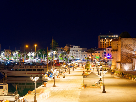 View of alghero at night. A beautiful city vibrant. Sardinia. 스톡 콘텐츠