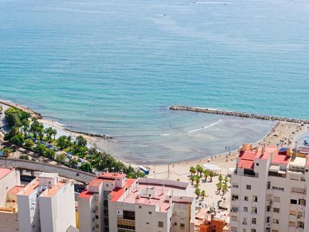 Beautiful beach and city in Alicante. view from the Castillo de Santa Barbara. Imagens