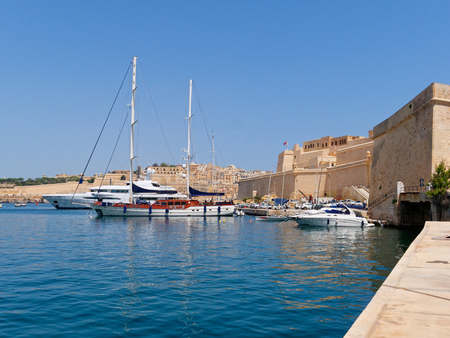 Fort Saint Angelo and the port with beautiful boats in Malta Redakční