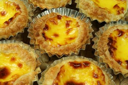 nata: Traditional Lisbon egg tarts - pastries pasteis de nata in tin moulds
