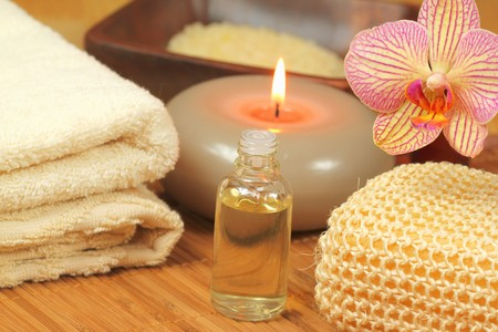 holistic: Creamy spa and wellness composition with orchid flower and aromatic massage oil Stock Photo