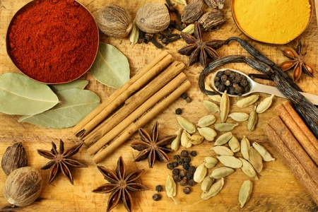 curry powder: Various spices on wooden board - vintage style background