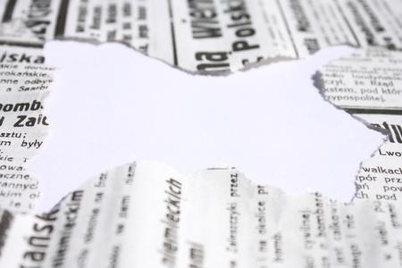 oude krant: Oude gescheurde krant grens