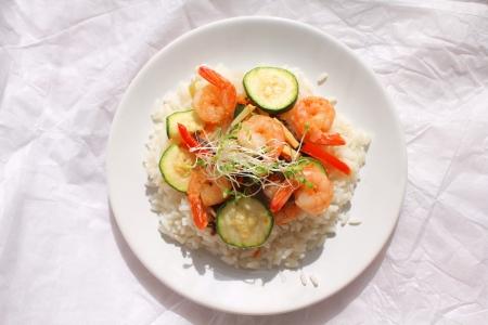 arroz chino: Arroz con camarones y verduras