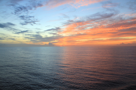 Západ slunce nad oceánem