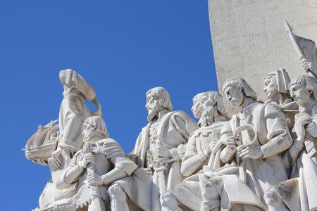 descubridor: LISBOA, PORTUGAL, 09 de septiembre 2013: Padrao dos Descobrimentos - Monumento a los Descubrimientos conmemora la era de los descubrimientos portugueses en los siglos 15 y 16. Perfil del Este