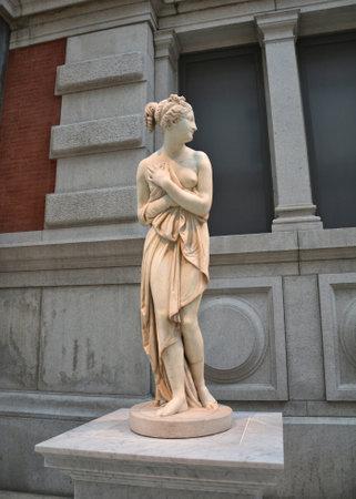 escultura romana: NUEVA YORK - el 22 DE OCTUBRE DE 2014: Escultura de Venus en la galer�a de griegos y romanos en el Museo Metropolitano de t�cnica.Las Met es el mayor museo de arte en los Estados Unidos