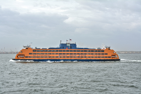 staten: NEW YORK CITY, USA - OCTOBER 15, 2014: Staten Island Ferry departs for Manhattan. The ferry carries over 21 million passengers a year