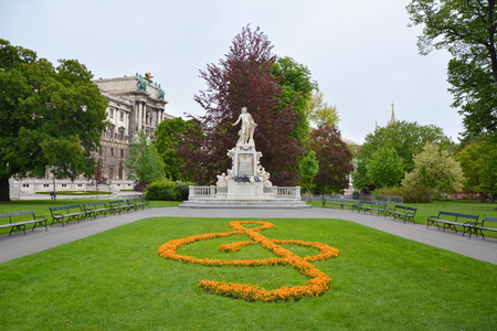 wolfgang: Statue of Wolfgang Amadeus Mozart in Vienna Burggarten park Editorial