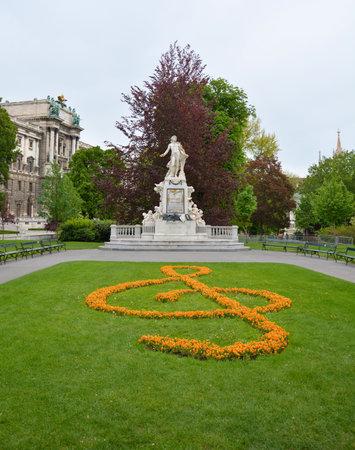 wolfgang: Statue of Wolfgang Amadeus Mozart in Vienna Burggarten park Editorial