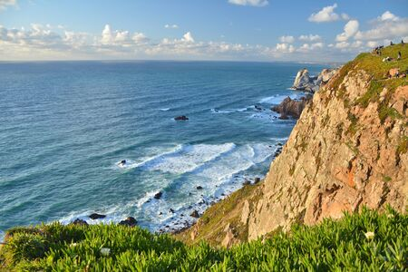 Cabo da Roca cape in Portugal, most western point of continental Europe. Cliff and Atlantic Ocean. Imagens