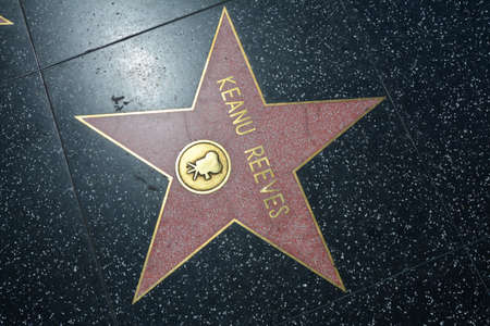 LOS ANGELES, CA, USA - MARCH 27, 2018 : The Hollywood Walk of Fame stars in Los Angeles. Keanu Reeves star. 新聞圖片