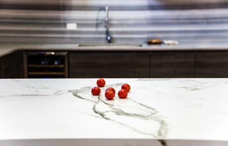 Kücheninsel aus Marmor Theke, Marmor Arbeitsplatte, Küche Oberfläche aus dem Marmor Stein Standard-Bild - 74412013