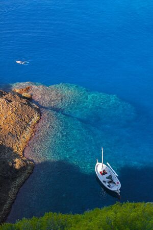 Diving aroud the green island at the seaside of la Ciotat