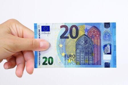 Mano sosteniendo un billete de banco en euros