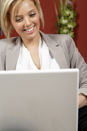 proffesional: Proffesional young woman working from home
