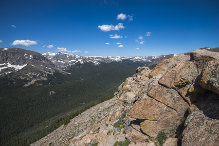 rocky mountain national park: Scenic overlook at the top of Trail Ridge Road in the Rocky Mountain National Park, Colorado