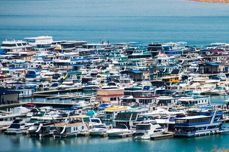 House boats at the Wahweap Marina in Lake Powell Stock fotó