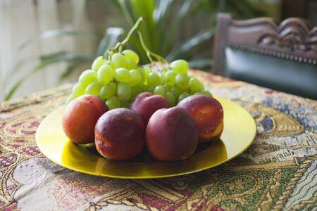 fruit bowl with fruit.