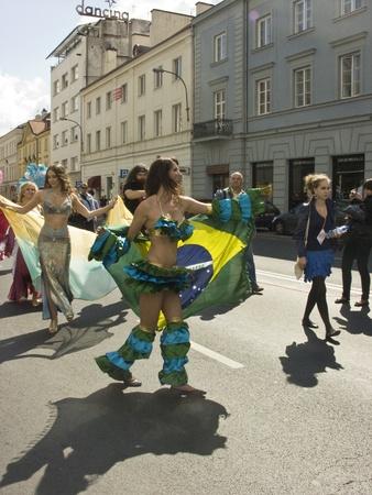straat feest: Warschau, 29 augustus 2010, parade multiculturele warschau straatfeest krakow voorstad
