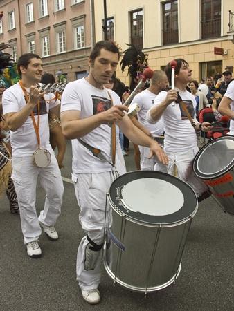 straat feest: warsaw, 29 augustus 2010, parade multiculturele warsaw straatfeest krakow voorstad
