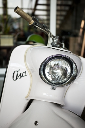 vespa: Oude polish scooter Osa Redactioneel