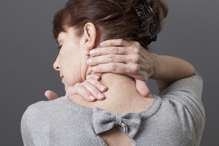 collo: digitopressione per la spalla e il mal di schiena di relax Archivio Fotografico