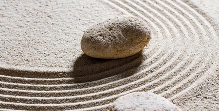 paz interior: la arena todavía del zen vida - piedras de textura establecidos en ondas sinuosas para el concepto de flexibilidad o elasticidad de paz interior
