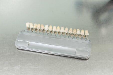 laboratorio dental: gu�a de colores en un laboratorio dental Foto de archivo