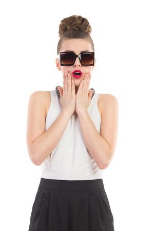놀란 유행 소녀. 3 분기 길이 스튜디오 촬영에 격리 된 흰색. 스톡 콘텐츠