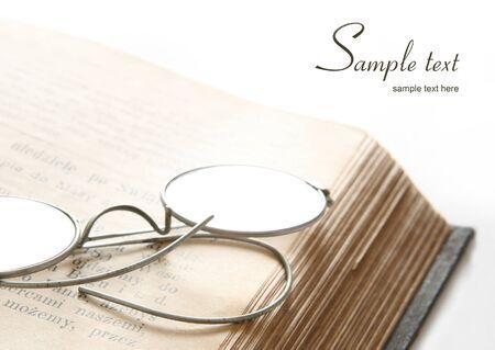 vangelo aperto: Libro con gli occhiali. Spazio per il testo