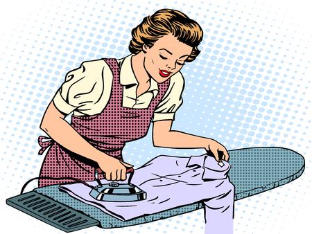 ama de casa: Esposa ama de casa de la mujer acariciando su tarea camisa de hierro. Aparatos eléctricos para el hogar. Arte pop del estilo retro. Amor de la familia el cuidado Comfort