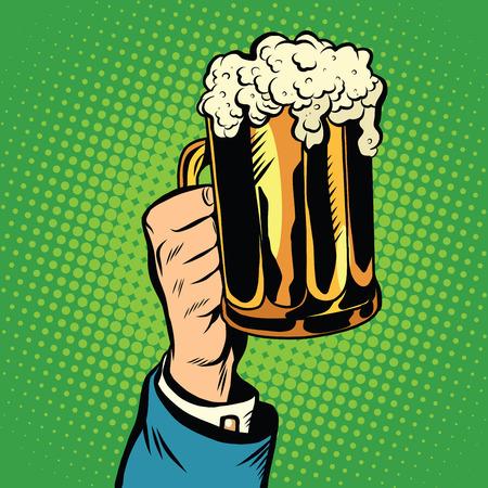 vasos de cerveza: jarra de cerveza en la mano del pop art retro. Brindar por las vacaciones de vacaciones. Las bebidas en el pub