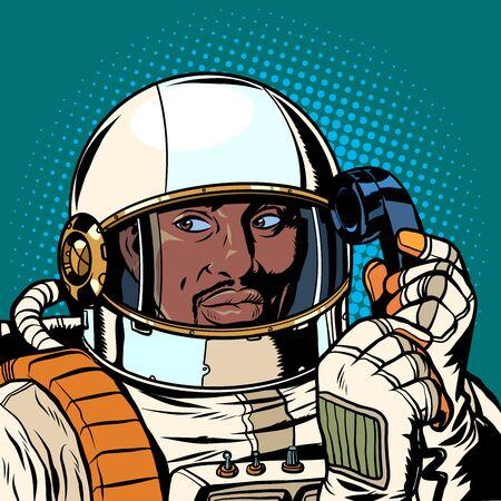 Ernster afrikanischer Astronaut, der auf einem Retro-Telefon spricht. Pop-Art Retro-Vektor-Illustration-Zeichnung