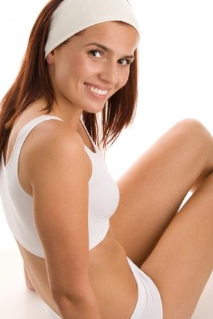 niñas en ropa interior: Mujer en ropa interior sentada en el suelo