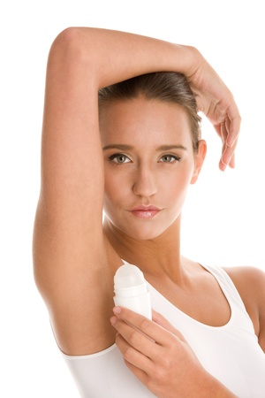 axila: Joven aplicar desodorante