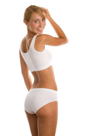 muslos: Mujer joven en ropa interior blanca que se coloca