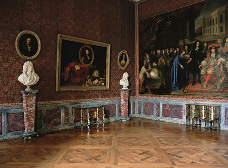 queen bed: Versailles, France - 10 August 2014 : Large red room with paintings and marble statue at Versailles Palace ( Chateau de Versailles ).