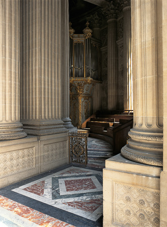 xvi: Versailles, France - August 2014 : In the gallery located above the altar, the organ has a beautiful carved buffet, work of Bertrand, Taupin, Bellan. Versailles Palace ( Chateau de Versailles )