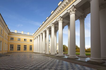 peterburg: Saint Petersburg, Russia - 03 March 2015: Imperial palace in Saint Petersburg on a sunny day