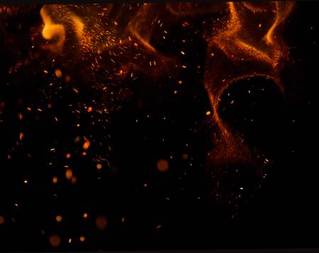 carbone: scintille di fuoco su uno sfondo nero Archivio Fotografico