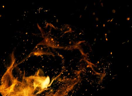 fogatas: Llamas de fuego sobre un fondo negro Foto de archivo