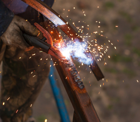 metal welding with sparks Фото со стока