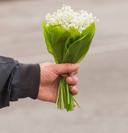 bouquet of lily of the valley in hand 写真素材 - 129047768